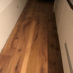Vloer hout geschuurd